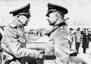 Встреча группенфюрера СС Хельмута фон Паннвица с группенфюрером СС Петром Красновым. Сентябрь 1943 года.