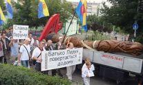 Лето 2013 года. Украинские неоязычники везут идол Перуна по Киеву для установки на Лысой горе. Через полгода они соберутся на Майдане (бывшем Козьем болоте) под статуей языческой «Берегини» и приведут к власти неонацистскую хунту.