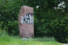 В июне 2015 г. в Бресте неизвестные написали большими буквами черной краской слово «Кат» (палач по-белорусски) на доске памятного камня, установленного на берегу Мухавца, где 8 сентября 1794 года переправились через реку войска Суворова.