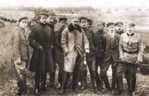 Ю. Пилсудский с членами Польской военной организации, 1917 год.