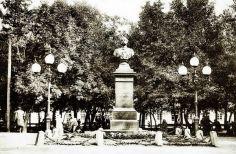 Памятник Александру II в Минске (1910 г.). До революции 4 марта во всех церквях совершалась панихида по убиенному царю Александру II.